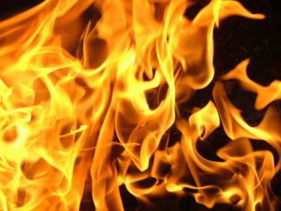 Игры детей закончились пожаром: мать из Кузбасса будут судить за гибель 3-летнего сына