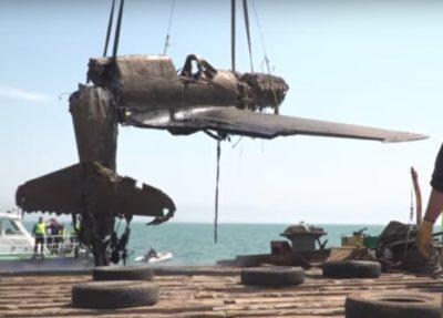 В Керченском проливе строители подняли со дна моря самолёт времён ВОВ