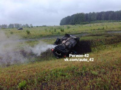 Фото: в Кемерове на трассе в Лесную Поляну перевернулся внедорожник Toyota