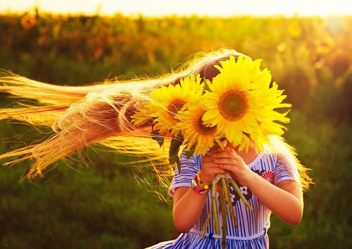 Для детей, картинки солнце улыбается глядя с высоты