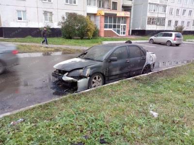 Фото: за сутки в Новокузнецке на одной улице сгорели две машины