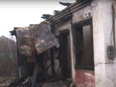 В Прокопьевске сотрудники ППС вывели из горящего дома два человека