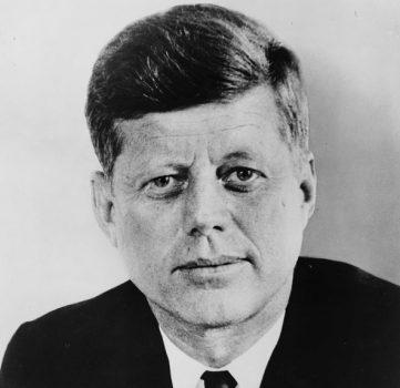 В Нью-Йорке на аукционе продали плавки Джона Кеннеди за $2 300