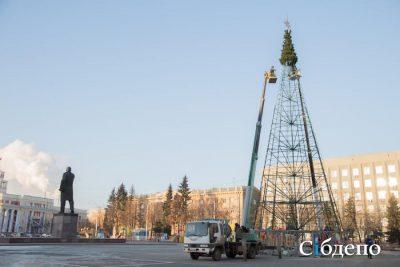 В городах Кузбасса начали устанавливать новогодние ёлки