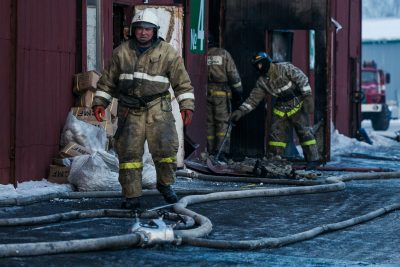 В кузбасском городе горел торговый павильон