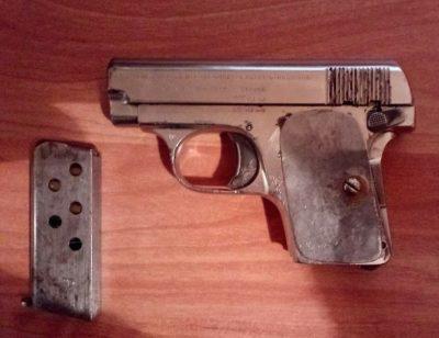Кемеровчанка случайно нашла пистолет «Браунинг» 1906 года выпуска