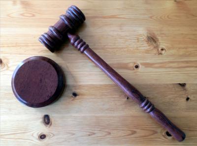 В Кемерове будут судить экс-полицейского за получение взяток от работника похоронного бюро