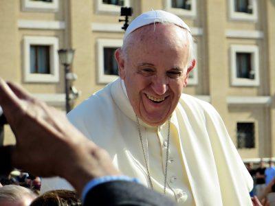 Папа Римский продаст на торгах подаренный ему Lamborghini