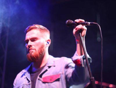 Кемеровчанин попал в топ-10 лучших мировых исполнителей на «слепых прослушиваниях» шоу «Голос»
