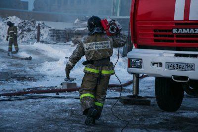 В Прокопьевске горела шиномонтажная мастерская