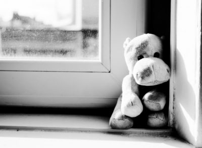 Малолетняя беловчанка «вышла» в окно погулять, её мать привлекли к ответственности