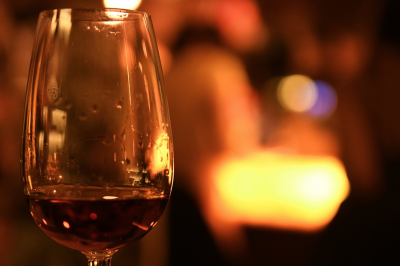 Перед Новым годом кузбассовцам напомнили, как отличить поддельный алкоголь