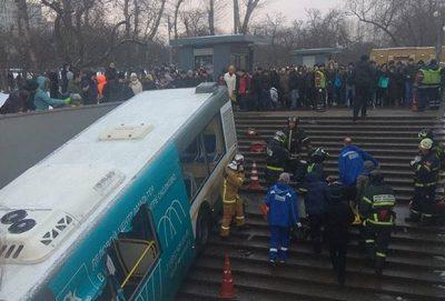 В Москве автобус съехал в подземный переход. Есть погибшие