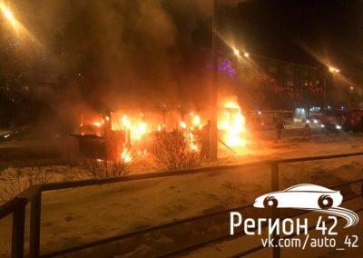 В МЧС назвали предварительную причину пожара в кемеровском автобусе