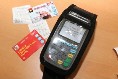 В общественном транспорте столицы Кузбасса запустили оплату проезда банковской картой