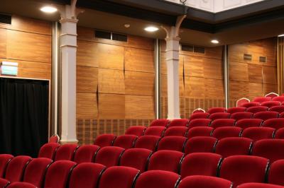 Эксперты раскритиковали идею переноса кинотеатров в России на нижние этажи ТЦ