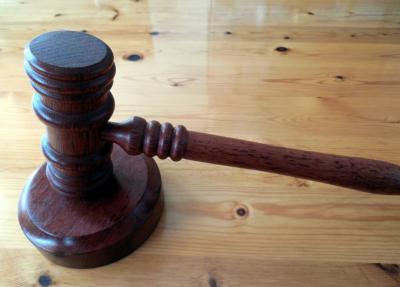 Кемеровчане засудили силовое ведомство за взлом входной двери