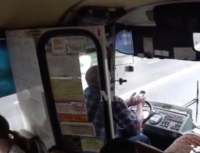 В Кемерове полицейские устанавливают личность водителя маршрутки, который рулил локтями