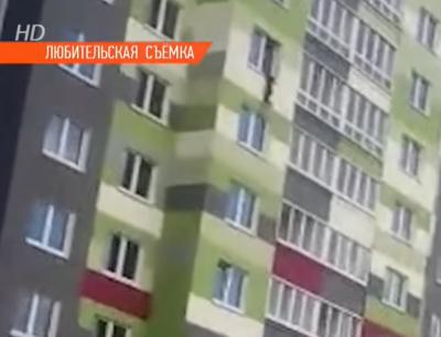 В Минске прохожие одеялом поймали ребёнка, выпавшего из окна седьмого этажа