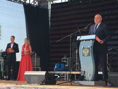 Родителям кузбасского футболиста Александра Головина вручили областные награды