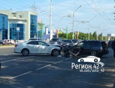 ГИБДД: в Кемерове в ДТП на Октябрьском пострадали два человека