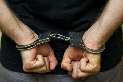 Двоих кузбассовцев осудили за избиение таксиста металлической трубой