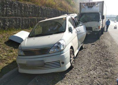 В Кемерове на Терешковой водитель грузовика протаранил Nissan, серьёзное ДТП сняли на фото