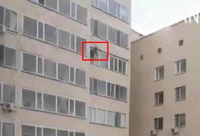 Видео: житель Астаны спас ребёнка, выпавшего из окна на 10-м этаже