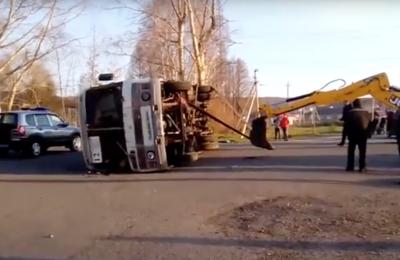 Почему кемеровский автобус упал на бок после «встречи» с Mercedes