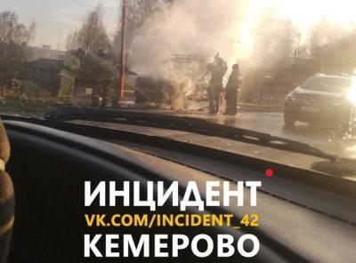Фото: в Кемерове возле «шашлычек» сгорел японский внедорожник