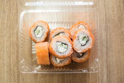 В Кемерове известная служба доставки суши делала роллы с кишечной палочкой