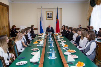 Кузбасские школьники получили первые паспорта из рук губернатора