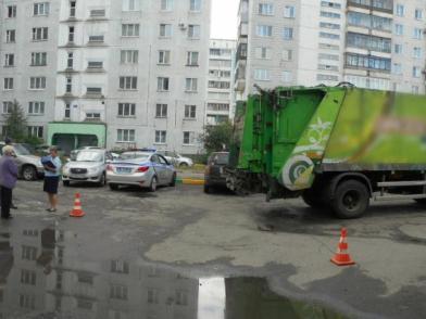 В Новокузнецке мусоровоз насмерть задавил пенсионерку