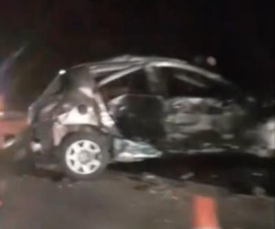 Видео: после ДТП на трассе в Кузбассе авто превратилось в груду металла