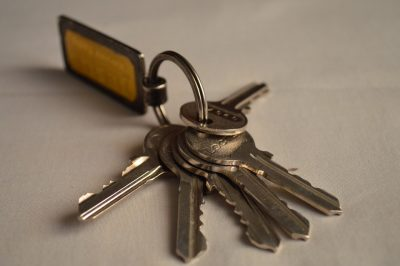 Кемеровчанин украл оборудование для изготовление ключей у одного мастера и продал другому