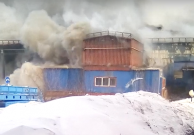 «Караул полный»: видео серьёзного пожара на мусорном заводе в Кузбассе