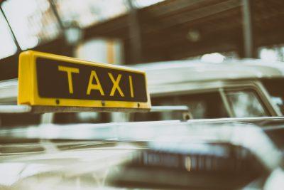 Кузбасские таксисты зарабатывают почти в два раза больше учителей