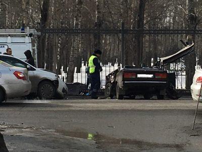 Легковушка осталась без крыши: фото страшного ДТП в Кемерове