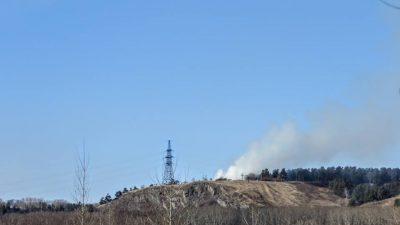 Сильный дым: фото пожара в кемеровском Сосновом бору