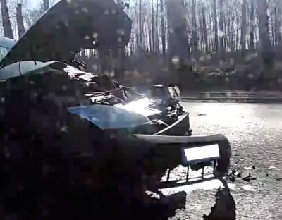 Разбит весь перед: видео серьёзного ДТП в Кемерове