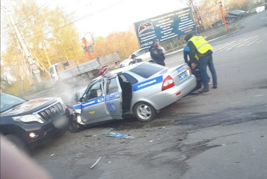Фото: в ДТП с патрульной машиной в Кузбассе пострадали три человека
