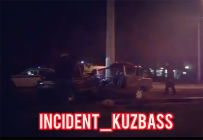 Видео: в Кемерове автомобиль влетел в столб