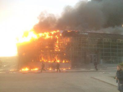 Власти рассказали о судьбе сгоревшего кемеровского автосалона