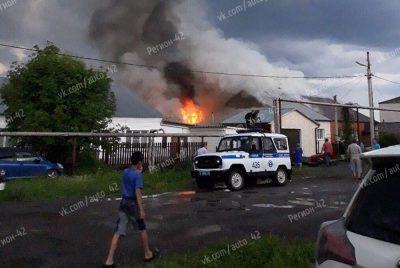 Фото, видео: в Кузбассе молния спалила жилой дом