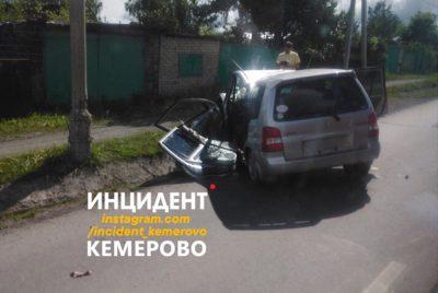 Фото: в Кемерове авто превратилось в груду металла после странного ДТП