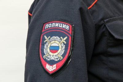 В новокузнецком кафе мужчину обокрали на 100000 рублей