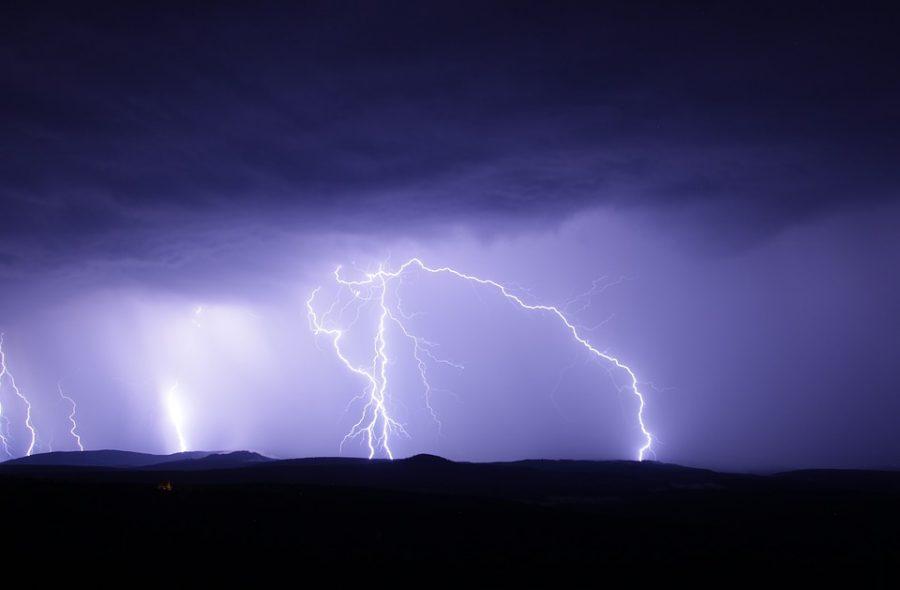 В Сибири 17-летняя девушка погибла от удара молнией