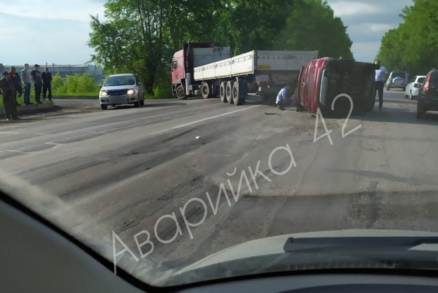 Фото: серьёзное ДТП на дороге в Кузбассе