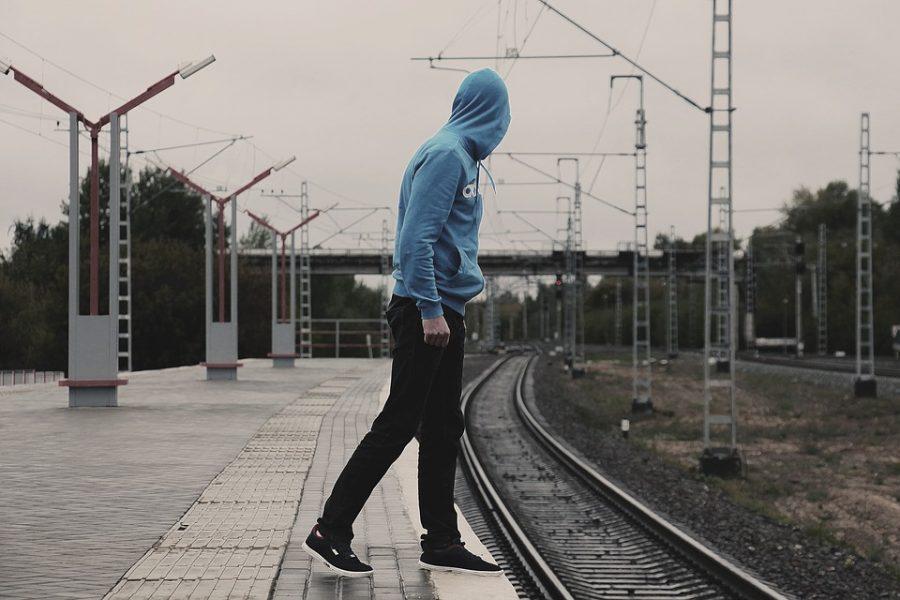 В Кузбассе подростки бегали перед поездом