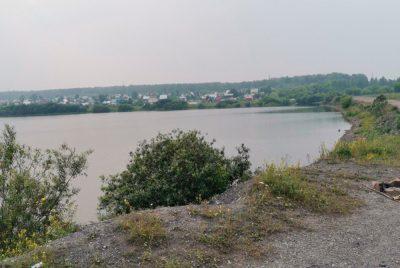 Кемеровские власти заставляют родителей дежурить у водоёма из-за утонувшего школьника